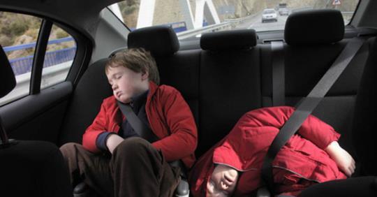 12 Điều cần nhớ khi cho trẻ em trên ô tô.