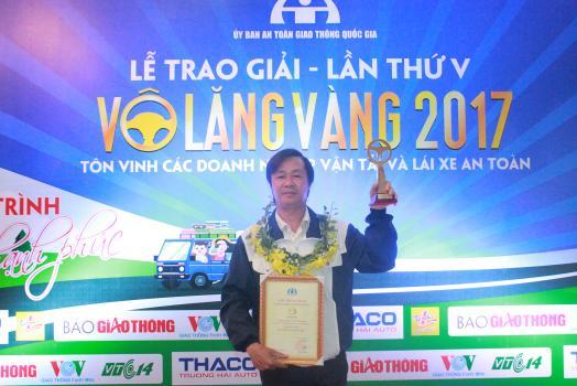Lái xe Taxi Thành Công nhận giải thưởng Vô lăng vàng 2017
