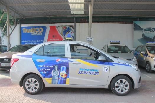 """Quảng cáo taxi: """"Lợi kép"""" cho doanh nghiệp và taxi truyền thống"""